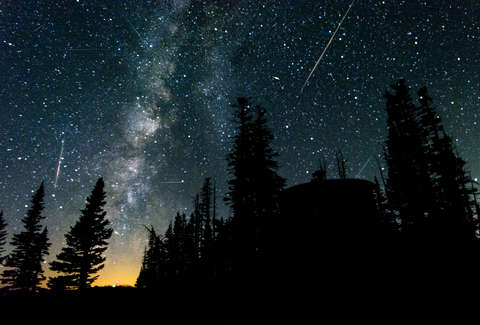 The Year's Best Meteor Shower Is Here. These 6 Tips Will Help You Photograph It. – Thrillist